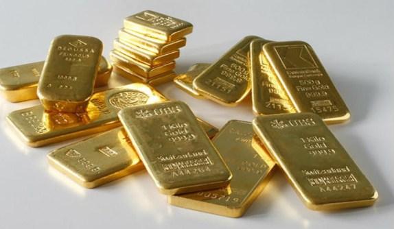 الذهب يرتفع والدولار يتراجع