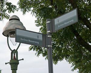 Hinweisschilder Berliner_Mauerweg