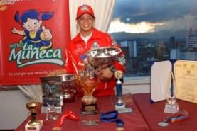 Cecilia y sus trofeos