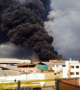 Incendio de bodega de llantas en Fontibón