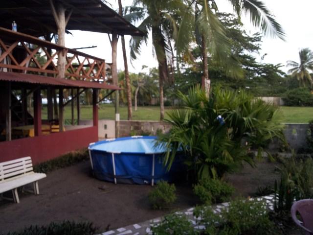 """""""Pool"""" und Park beim Hotel"""