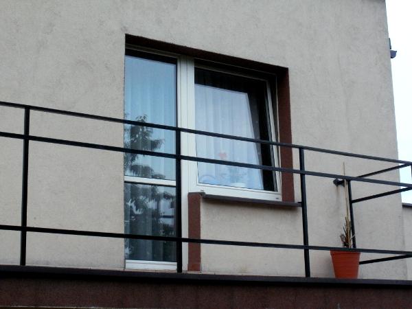 dom w gliwicach - opaska balkonu