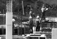 Trwa wylewanie betonu.