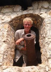 Eelco with canon at El Castillo de San Felipe