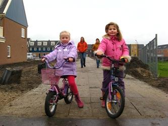Kinderen op de fiets in Saendelft