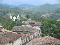 Uitzicht over Gracias vanaf restaurant Guacascos