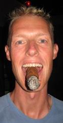 Sigaartje roken in Copán