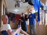 Spullen drogen en een biertje op de goede afloop in Bruz Laguna