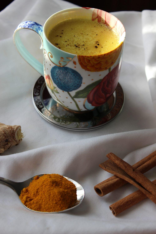 Goldene Milchder Energiespender fr Ihre SureBasenBalance  Basische Rezepte