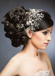 wedding tiara and hair pin