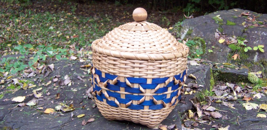 Lidded Rick Rack Basket