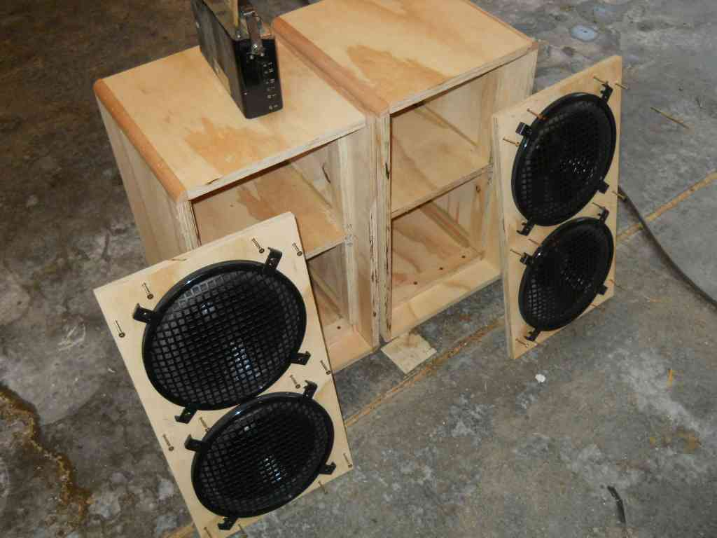 hight resolution of two speaker cabinet wiring