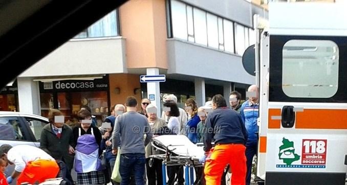 Scontro in via Firenze, prognosi riservata per 50enne ferito