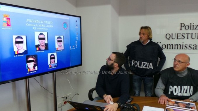 Specializzati in furti e rapine, polizia Assisi smantella banda romeni
