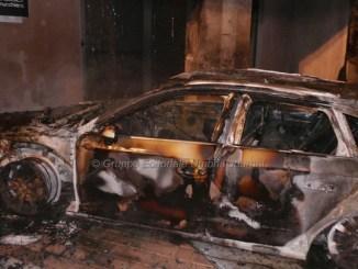 Auto in fiamme a Bastia, incendio sviluppato dal vano motore