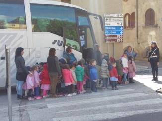 Bambini infanzia di Costano visitano sede Polizia Locale