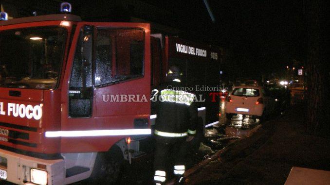 Incendio all'altezza di Ospedalicchio, sterpaglie in fiamme