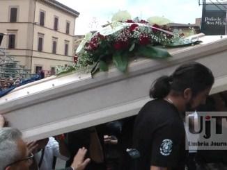 Applausi e il rombo delle moto per l'ultimo saluto di Simone Didò Brozzetti
