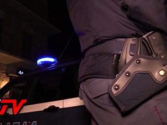 Minaccia la madre e aggredisce polizia, fugge, ma viene preso e denunciato