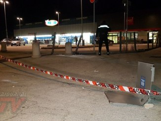 Esplosione nella notte, fanno saltare cassa continua del Penny Market di Bastiola