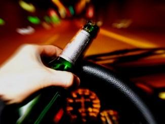 Alcolista cronico denunciato dalla Polizia locale guidava sempre ubriaco