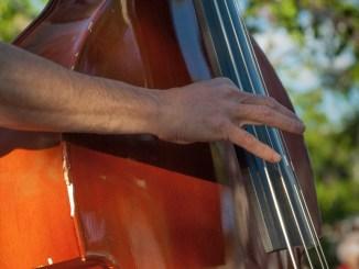 """Musica e """"cocomerata"""" con 5 De Mayo in piazza a Costano a Bastia sotto le stelle"""