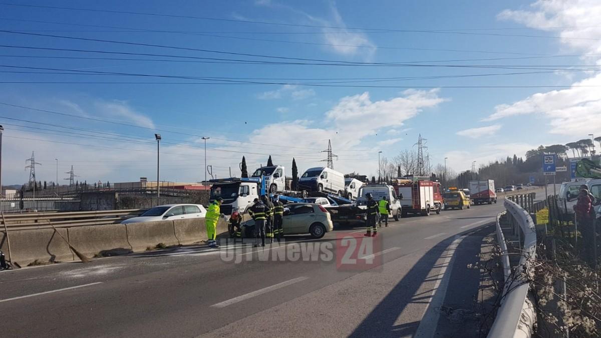 Incidente a Collestrada sulla E45, tre vetture coinvolte, una donna ferita