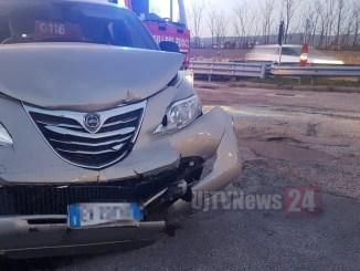 Incidente, cinque auto coinvolte in un tamponamento a catena, due feriti FOTO