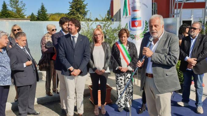 Scuola di XXV Aprile l'intervento del sindaco Paola Lungarotti