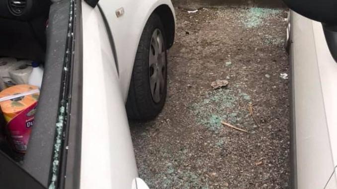 Venti vetture danneggiate. Il sindaco: solidarietà ai cittadini