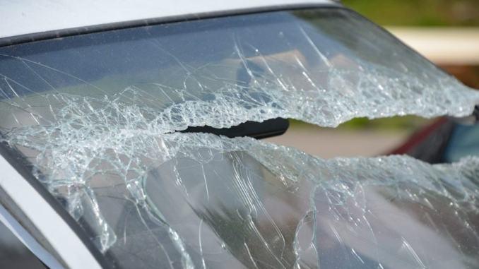 Oltre trenta auto danneggiate è caccia ai responsabili