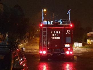 Intervento lampo dei vigili del fuoco in via San Bartolo, corto circuito