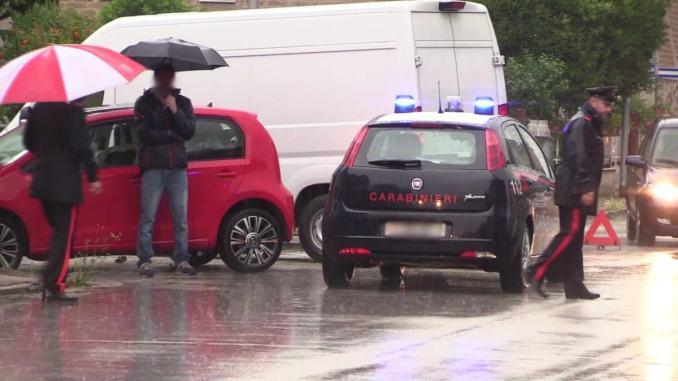 Furgone Amazon contro auto, incidente a Bastia Umbra, feriti un uomo e una donna