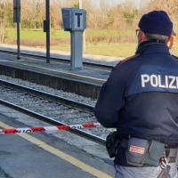 Muore investita da un treno a Bastia Umbra, indagini in corso