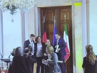 Il Comune di Bastia Umbra vincitore delPremio dei Presidenti, il Sindaco Paola Lungarotti premiata a Berlino dal Presidente Mattarella.