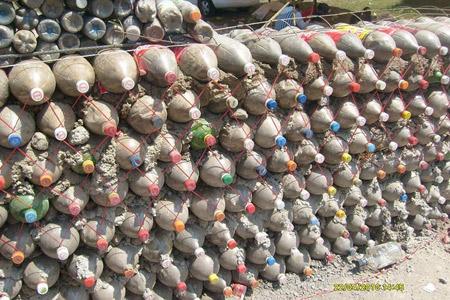 Muro de botellas - Casa hecha de Botellas en Mexico - Mario A. Tapia