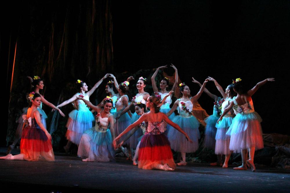 Funcin de danza por los festejo de la Fundacin de San