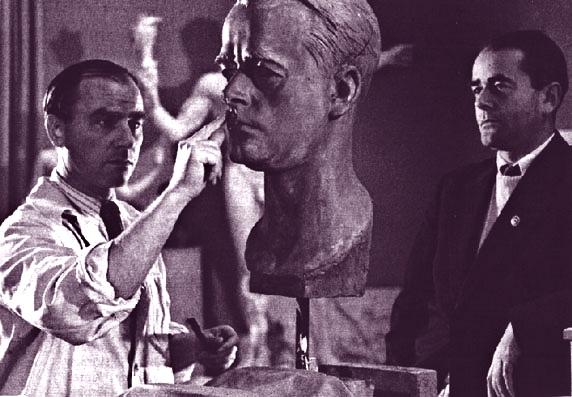 המוזה עובדת שעות נוספות - ארנו ברקר מפסל את אלברט שפר