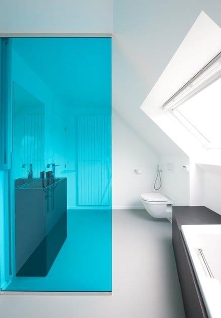 Bold Bathroom Colour for 2013