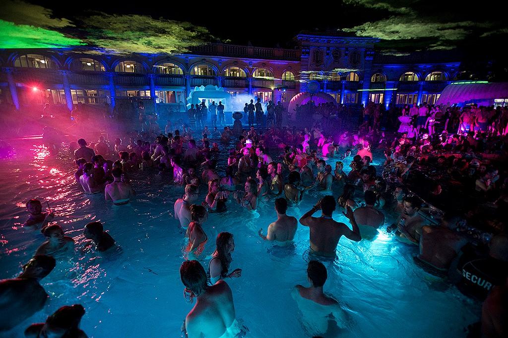 budapest bath parties baths
