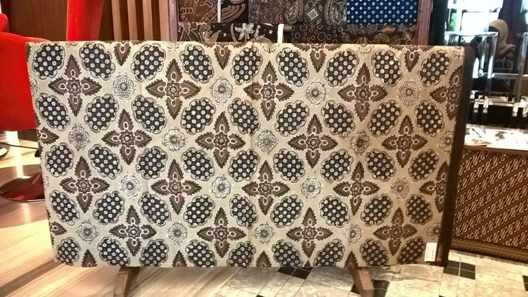 The technique of making Traditional batik fabric  using Canting or Tulis