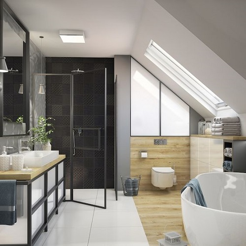 salle de bain sous pente avec baignoire