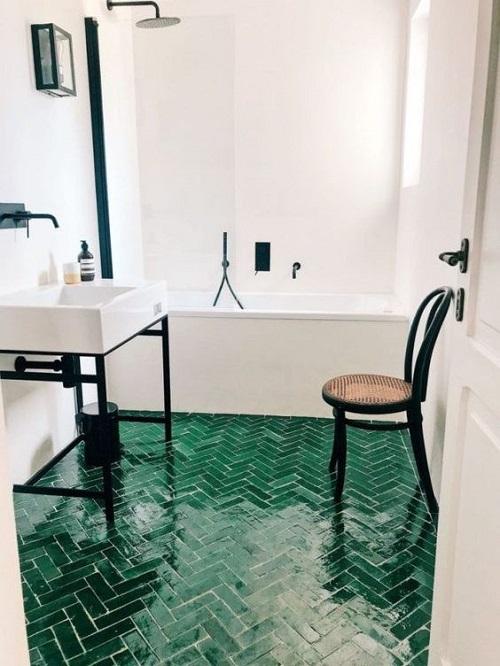que mettre au sol dans une salle de bain