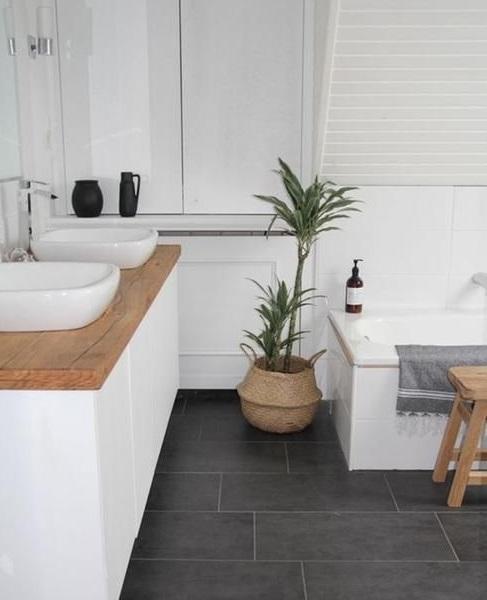mettre au sol dans une salle de bain