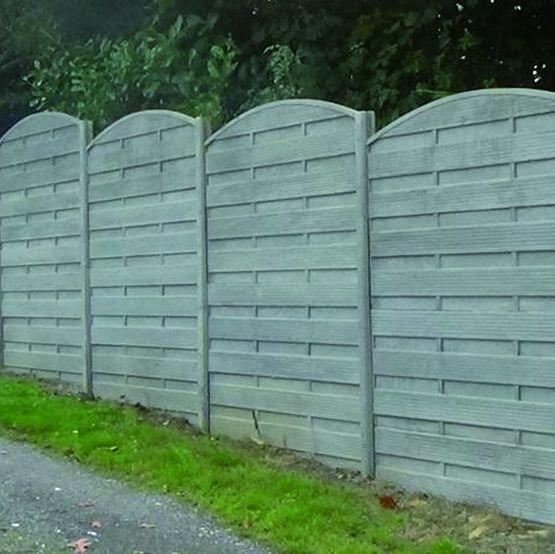 cloture en lames ou panneaux beton teinte dans la masse aspect bois sibella