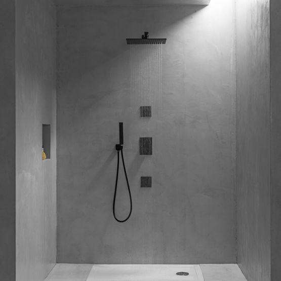 robinetterie et accessoires de salle de bains aux finitions noires mates black elements
