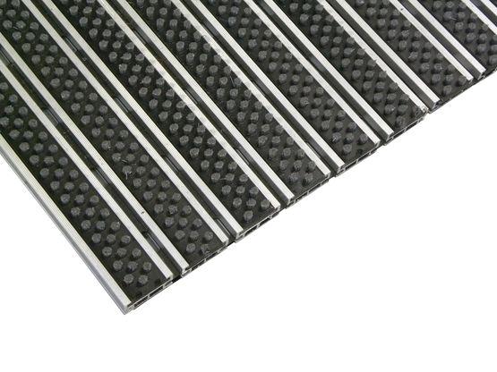 tapis d entree resistant avec insert de brosses alu klassik tapis brosses sur mesure