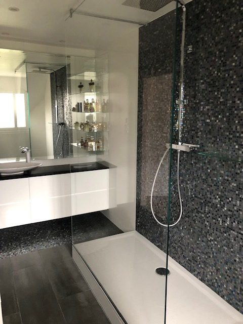 salle de bain moderne haut de gamme