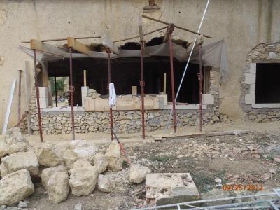 Les Bâtisseurs d'Arcamont sont des spécialistes de la taille de pierre.