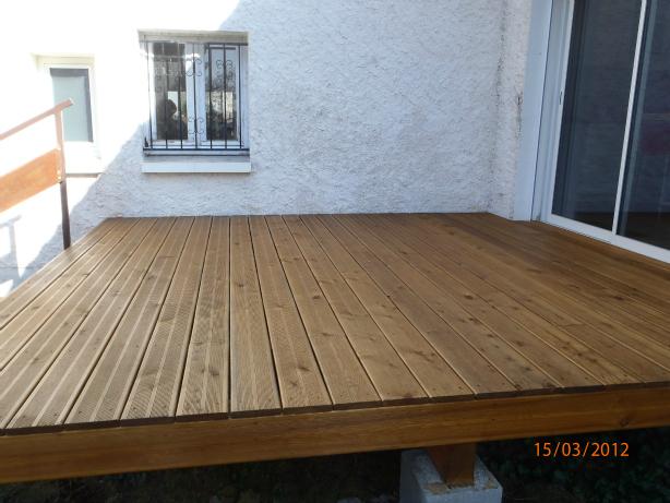 Terrasse en bois construite par les Batisseurs d'Arcamont - Gers